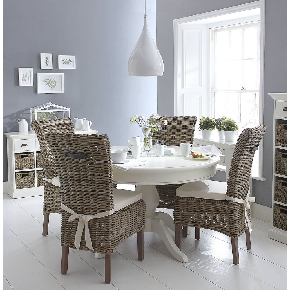 Merveilleux Wicker Round Dining Table Set In Matte White